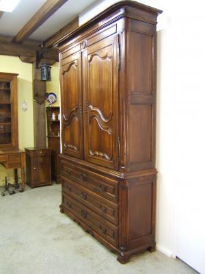 Venta de armario antiguo estilo luis xv tienda antiguedades for Tresillos clasicos estilo