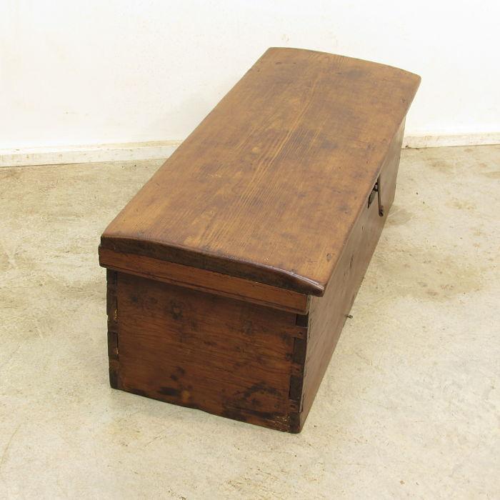 Ba l antiguo de madera de pinotea muebles antiguos y - Baules antiguos de madera ...