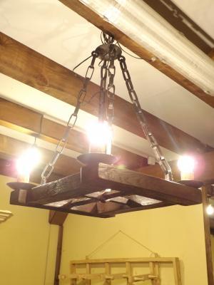 Lámpara rústica con verja