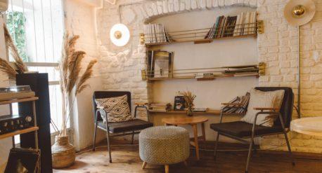 Muebles antiguos restaurados en ambientes modernos