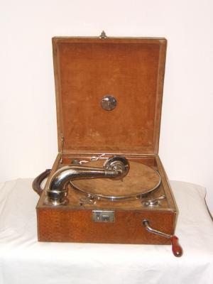Gramófono antiguo portátil