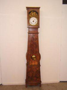 Reloj antiguo con caja